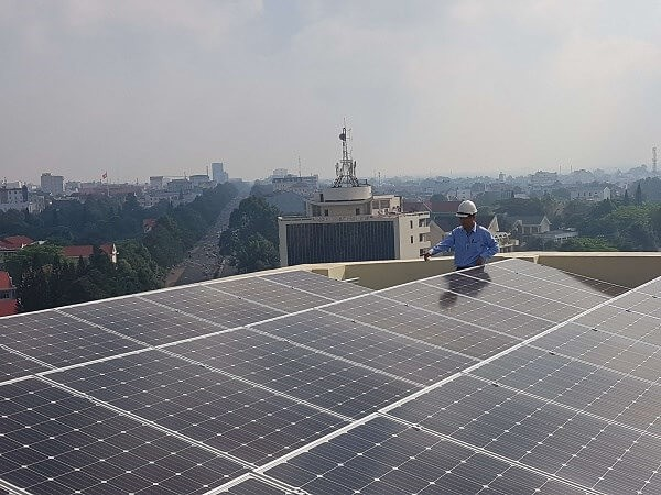 Công ty Điện lực Đăk Lăk đẩy mạnh công tác tuyên truyền, hướng dẫn người dân lắp đặt điện năng lượng điện mặt trời mái nhà