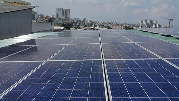 Bên cạnh những lợi ích về kinh tế, chính trị, xã hội, việc lắp đặt hệ thống điện năng lượng mặt trời hòa lưới áp mái còn góp phần bảo vệ môi trường