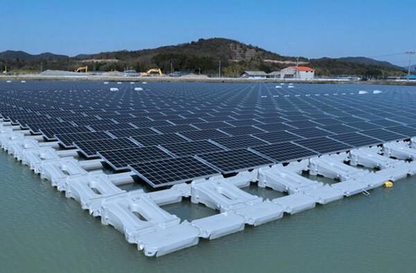 Nhật Bản có nhiều tiềm năng phát triển để xây dựng các nhà máy điện mặt trời trên lòng hồ thủy điện