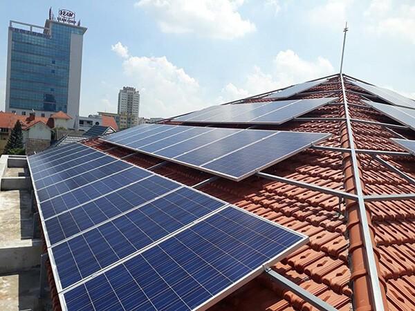 Giá của 1 tấm pin mặt trời là bao nhiêu?